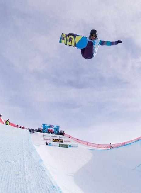 Kelly Clark wins the halfpipe competition at the NZ 09 Burton Open