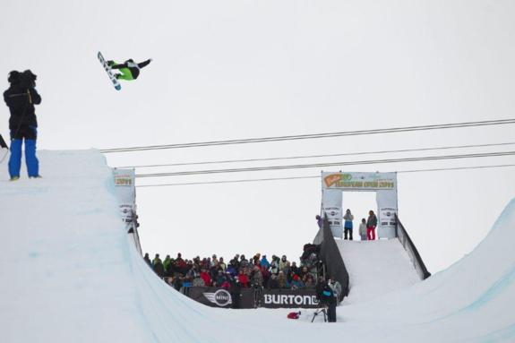 Markus Keller in the mens halfpipe semi finals at BEO11