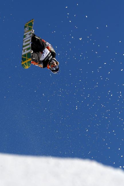 Halfpipe action from Winter Games 2011