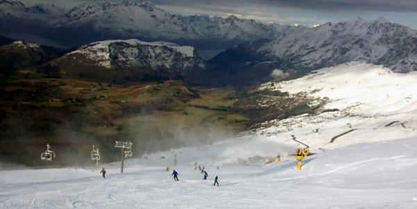 Spring snow covers NZ ski areas for a 2nd week!