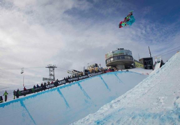 Roger Kleiv in the halfpipe qualifcation at the 2011 BEO