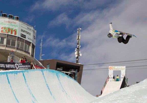 Holly Crawford in the halfpipe qualifcation at the 2011 BEO