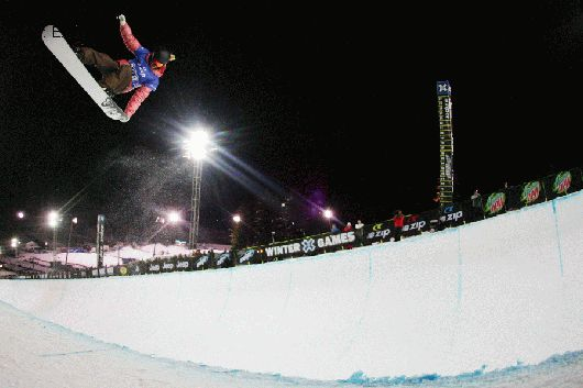 Winter X Games 11 - Torah Bright, steezy air to fakie